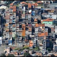 visto do Pico do Jaraguá - favelas na periféria de São Paulo