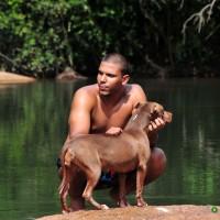homem com cachorro no Rio Jaguari, Joaquim Egídio, Campinas (26/12/2013)