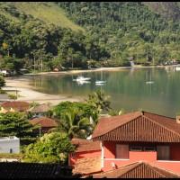 uma baía em Angra dos Reis (RJ)