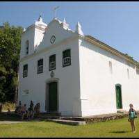 igreja na Ilha Grande - passeio de escuna em Angra dos Reis (RJ)