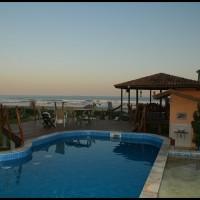 piscina de uma pousada na praia de Guaratuba, Bertioga, São Paulo